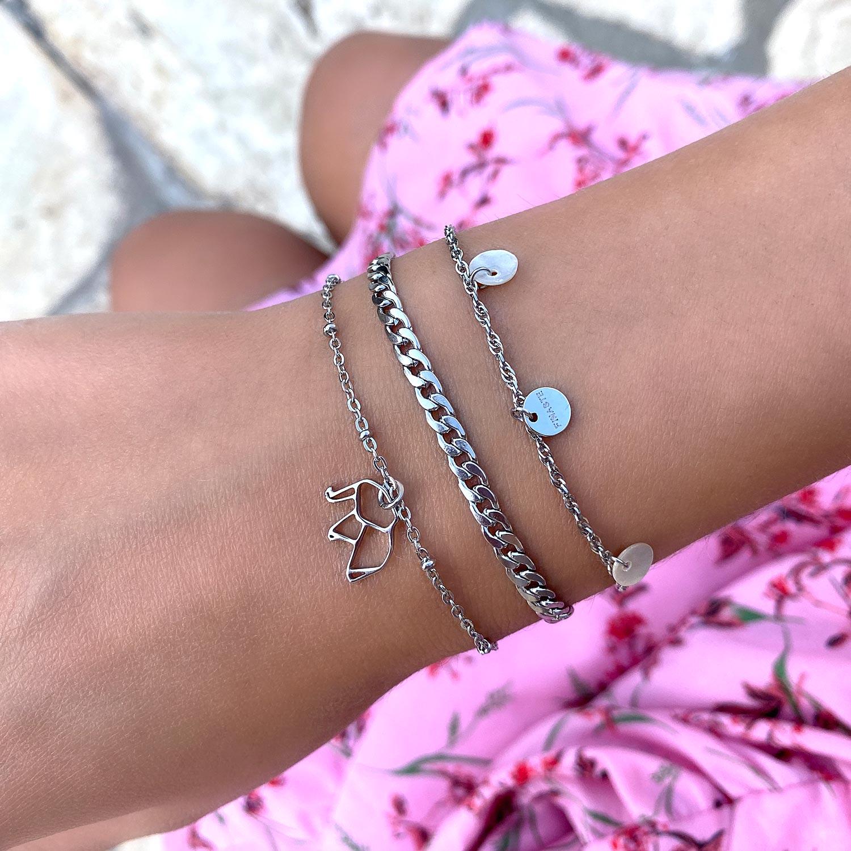 Leuke zilveren armbanden om de pols met bedels
