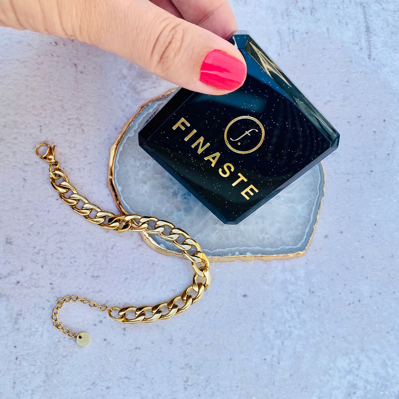 Gouden chunky chain armband met sieradendoosje