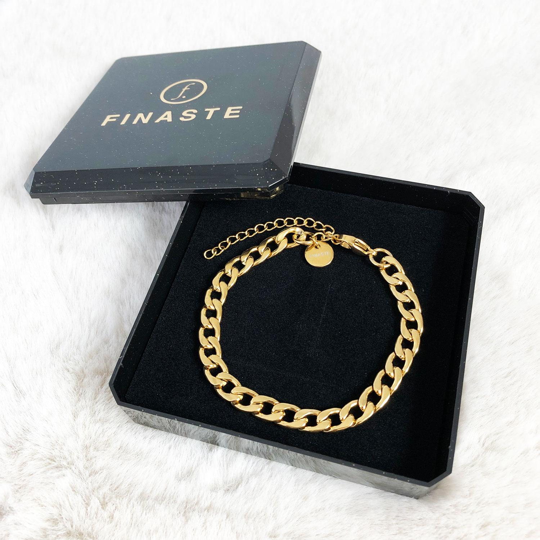 Gouden chain armbandje in sieradendoosje