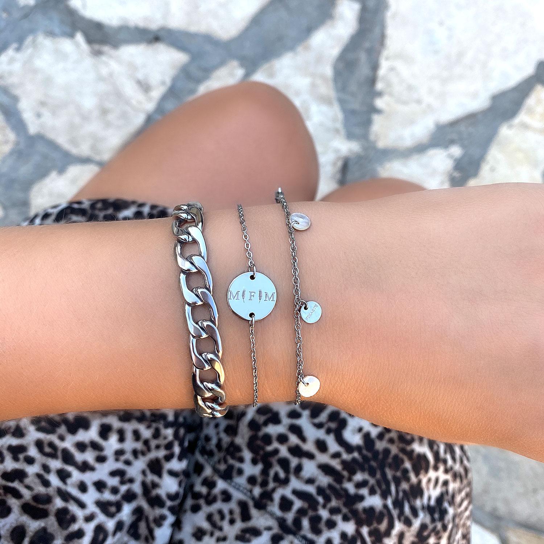 mooie armband met schelpjes in combinatie met grove schakelarmband