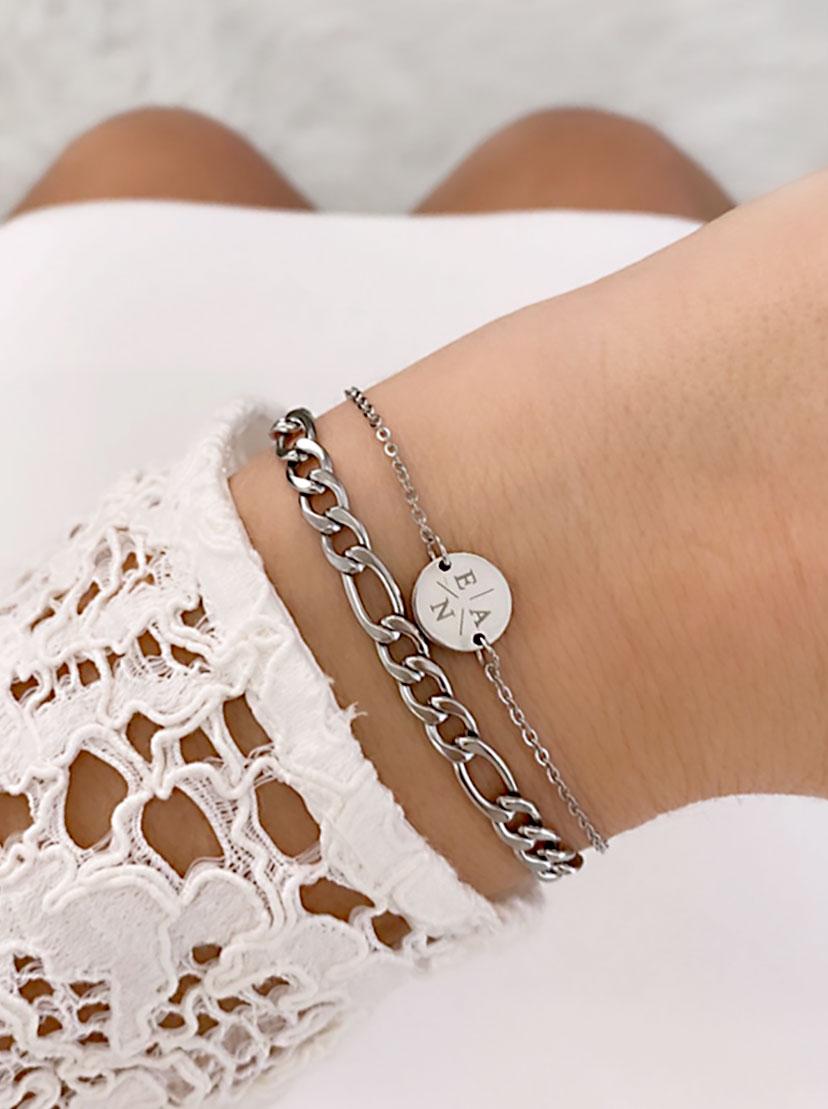 Zilveren armband met drie letters en schakelarmband