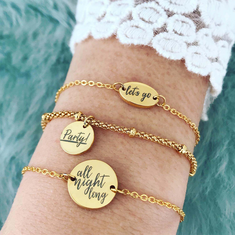 Drie gouden party quote armbandjes met kanten top