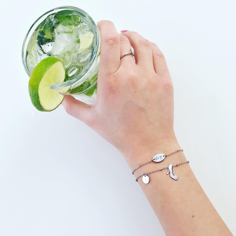Zilveren party armbandjes met groene cocktail