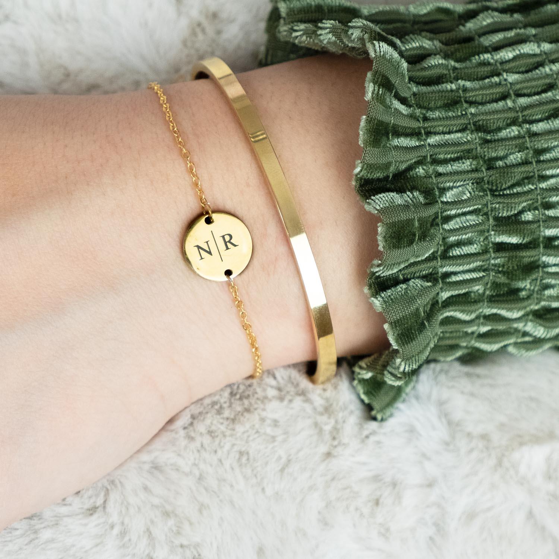 Gouden armbandjes initial met open bangle