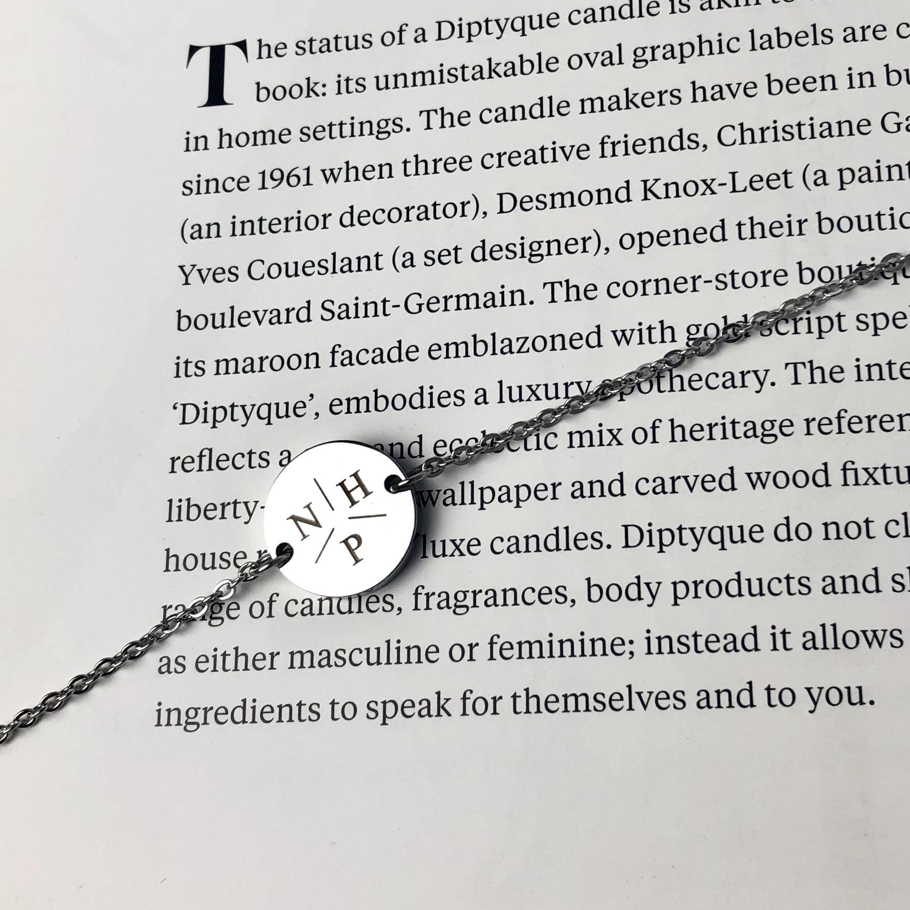 Initial armband op broek met tekst