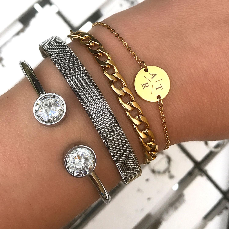 Armparty met armbandjes in het goud en zilver