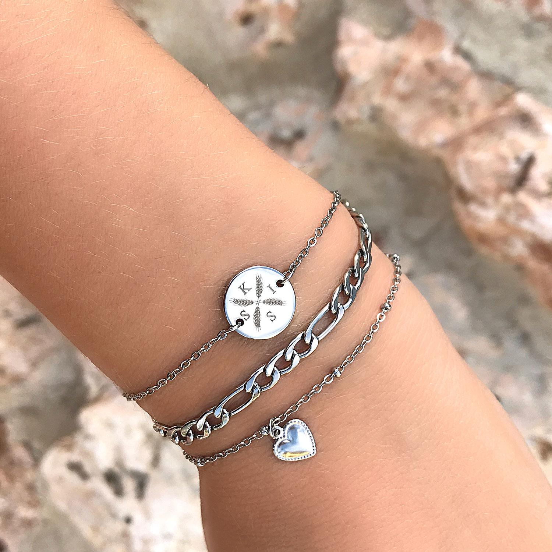 Graveerbare armband om de pols met mooie letters