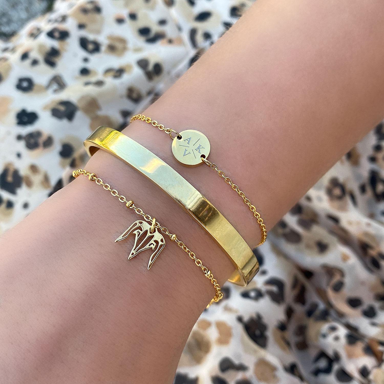 Mooie gouden armband met een gravering erop