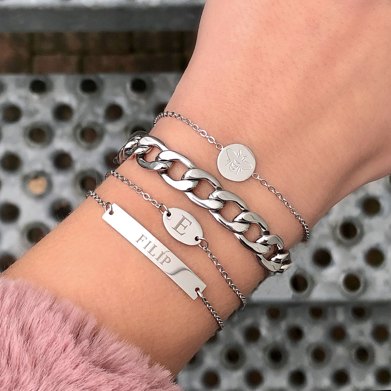 Graveerbare zilveren bar armband van Finaste