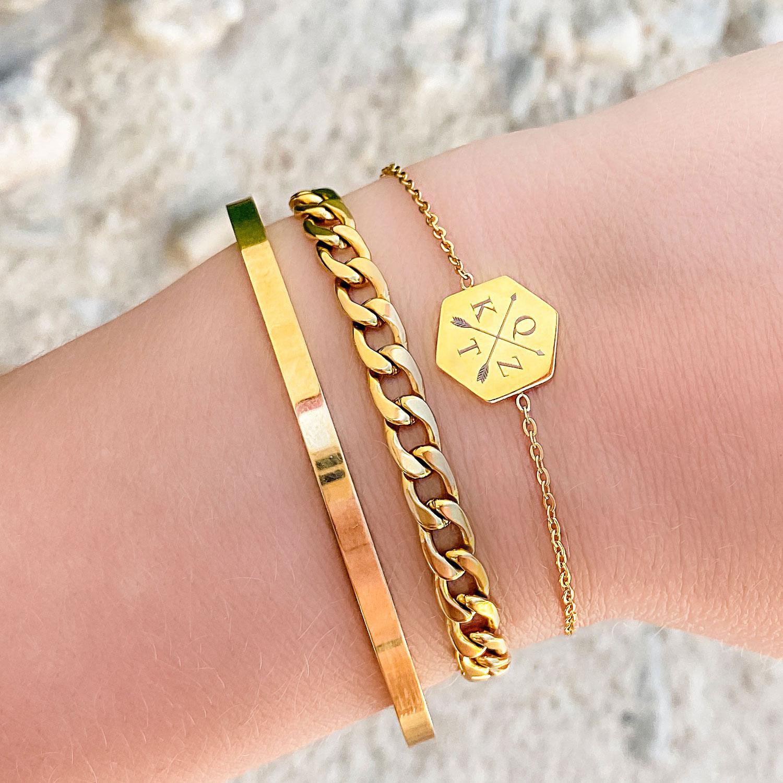 Mooie gouden details om de pols voor een complete armparty