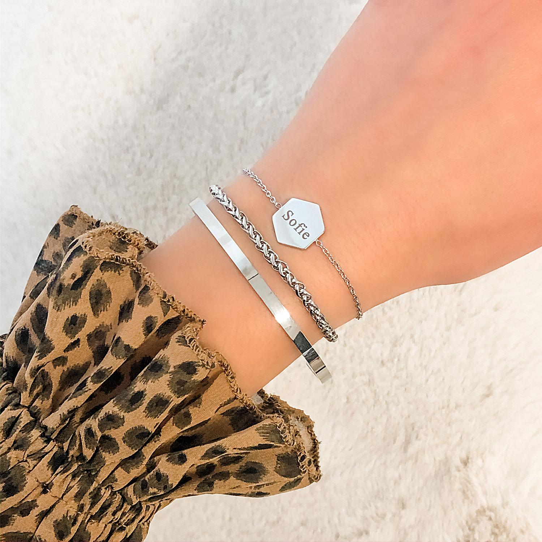 leuke zilveren armbandjes om de pols voor een complete look
