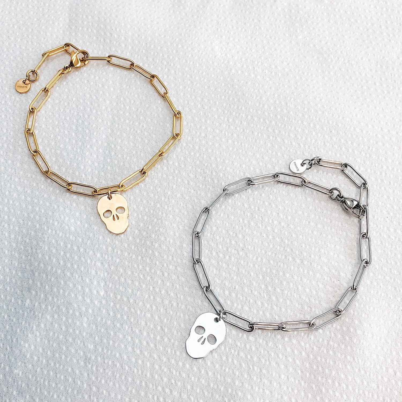 mooie armbandjes met een hangertje voor op een plaatje
