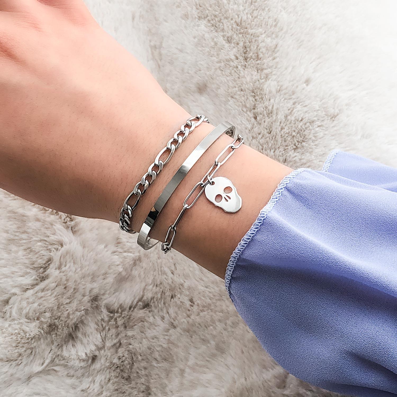 zilveren armparty met hanger voor om de pols
