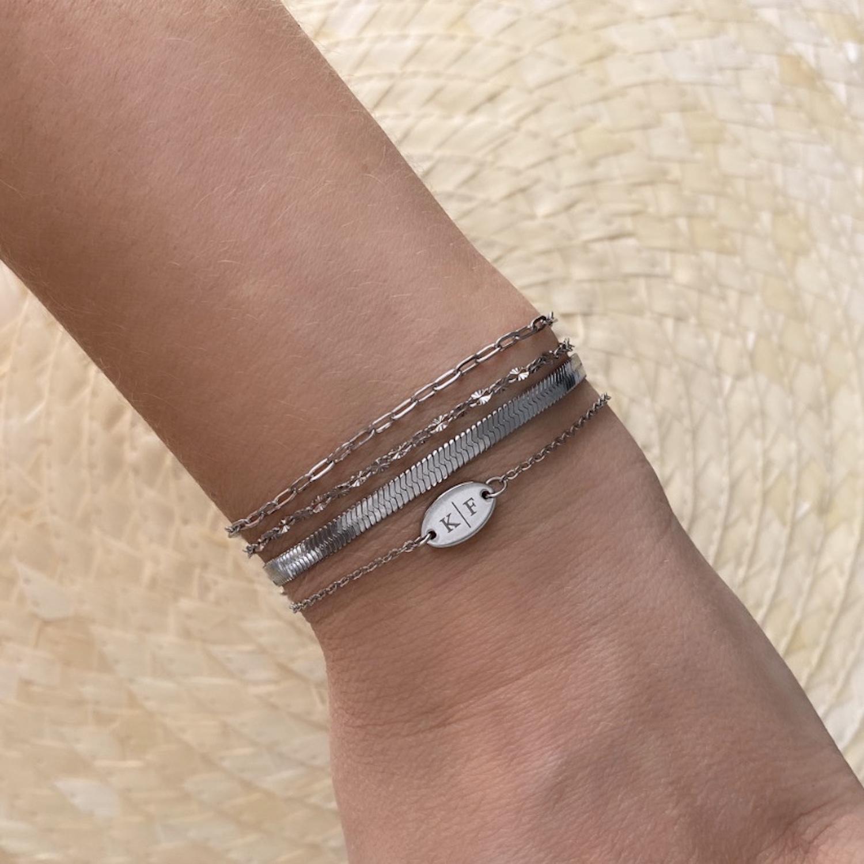 Mix van zilveren armbandjes om pols