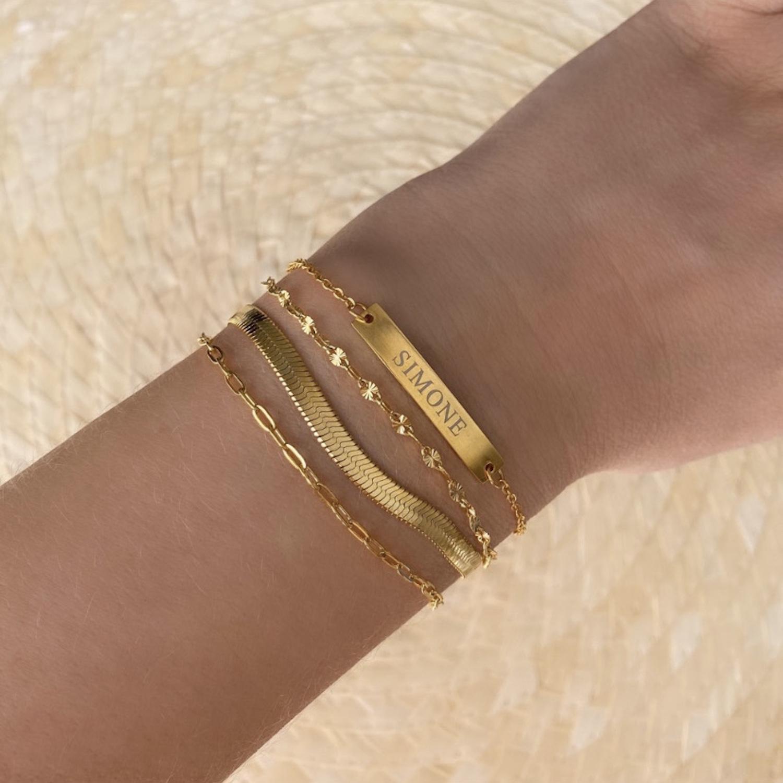 Gouden armparty met graveerbare bar armband