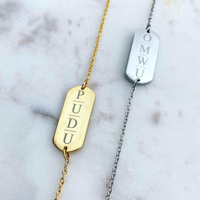 Gouden en zilveren initialen armbandjes met 4 letters