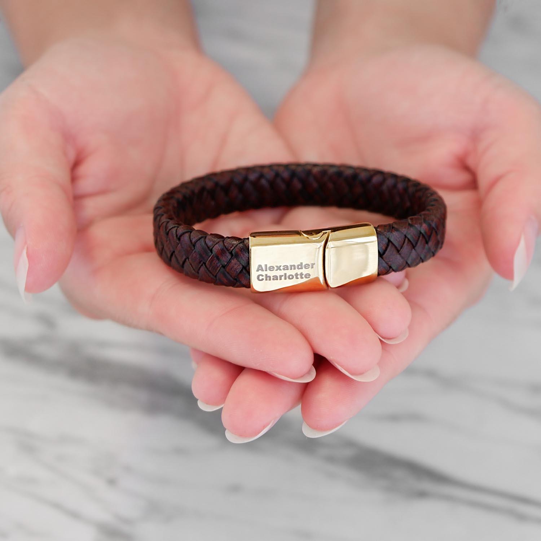 Gouden armband met gravering kopen voor hem