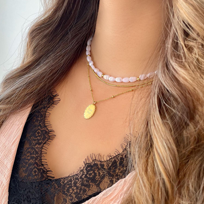 Mooie gouden kettingen om hals