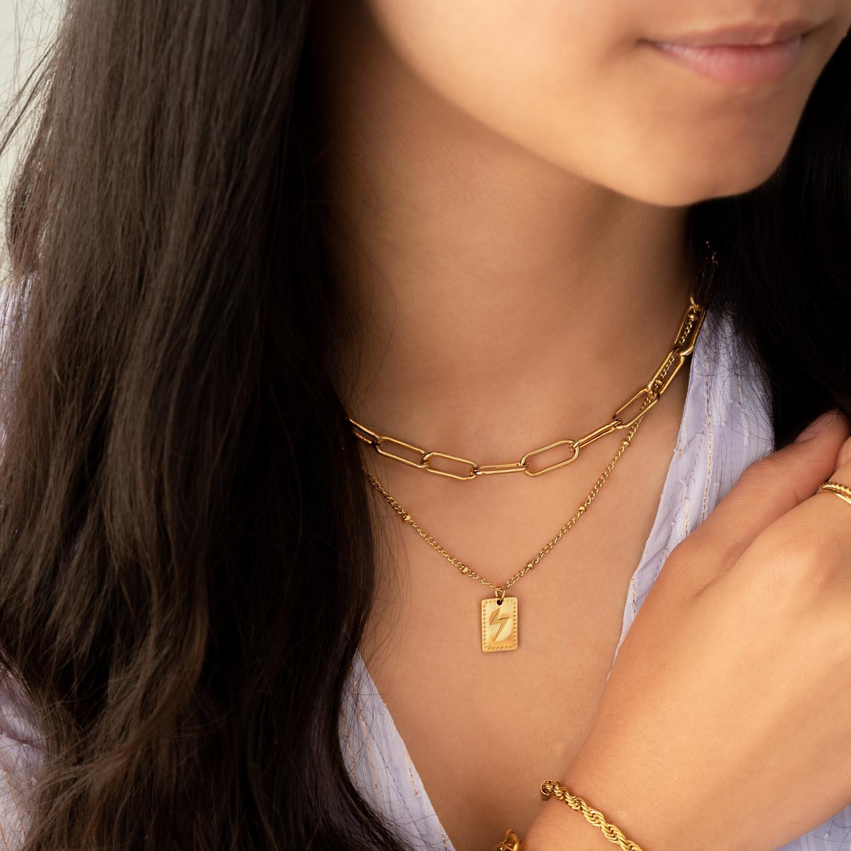 Goudkleurige sieraden kopen om te shoppen