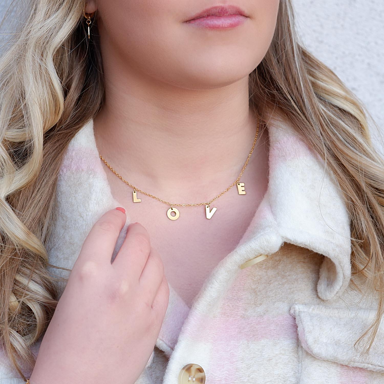 gouden letter ketting met love voor om de hals