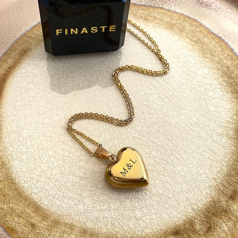 graveerbare gouden ketting met hart in een sieradendoosje
