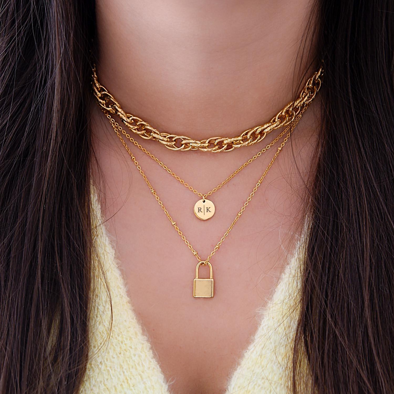 Trendy gouden ketting om de hals