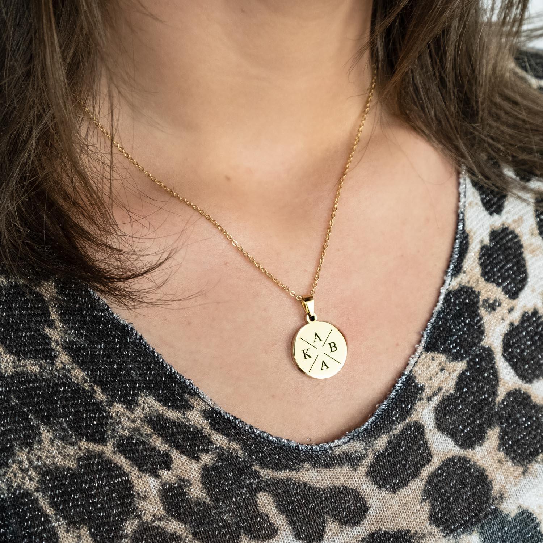 Gouden initialen ketting vier met leopard top