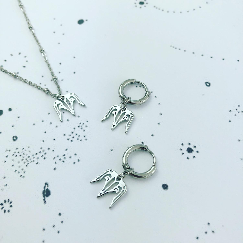 Zilveren steenbok ketting en oorbellen