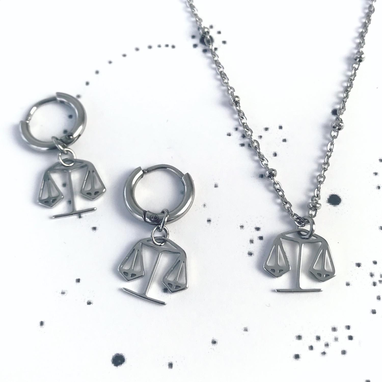 Zilveren sieraden op plaatje