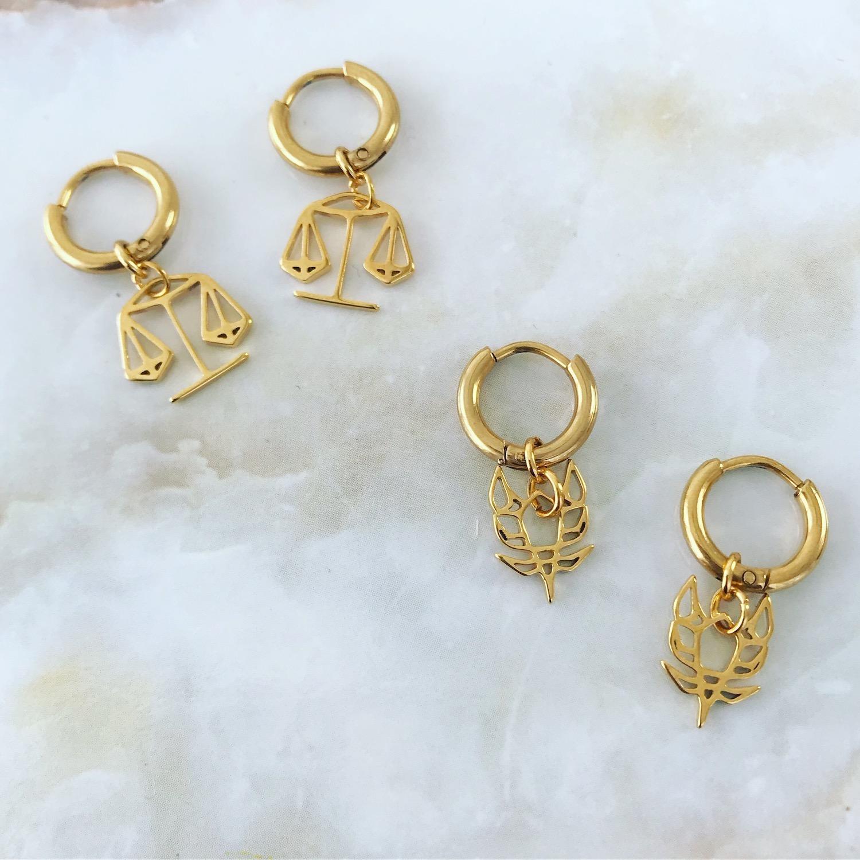 Gouden oorbellen op plaatje