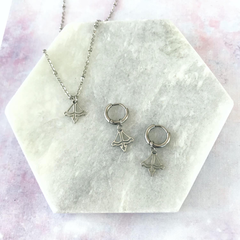 Zilveren oorbellen en kettingen met sterrenbeeld boogschutter