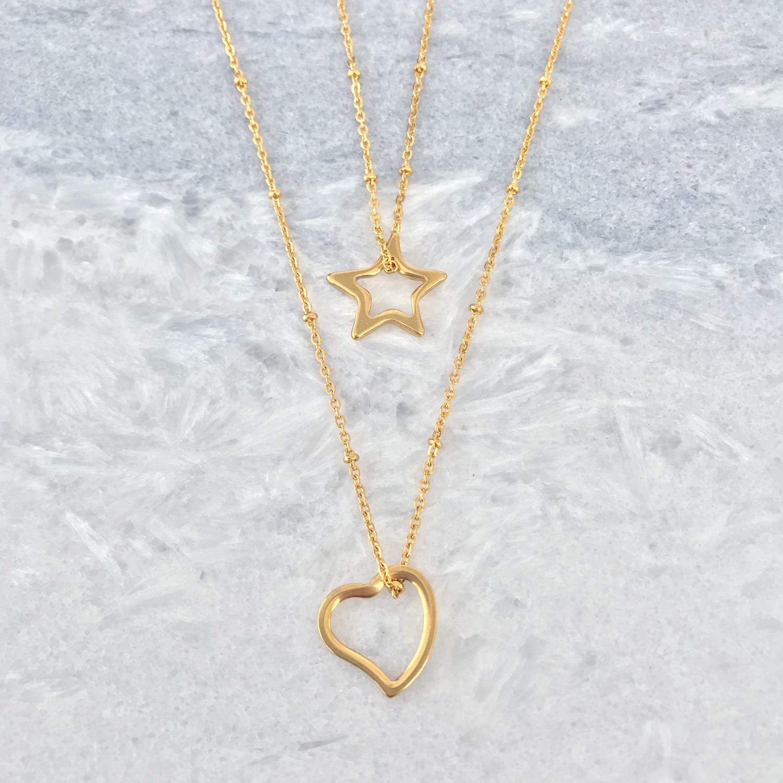 Twee gouden kettingen met open hart en open ster in goud
