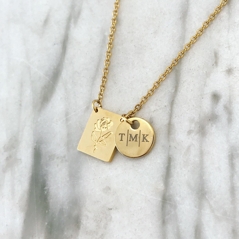 Gouden graveerbare ketting in een sieradendoosje