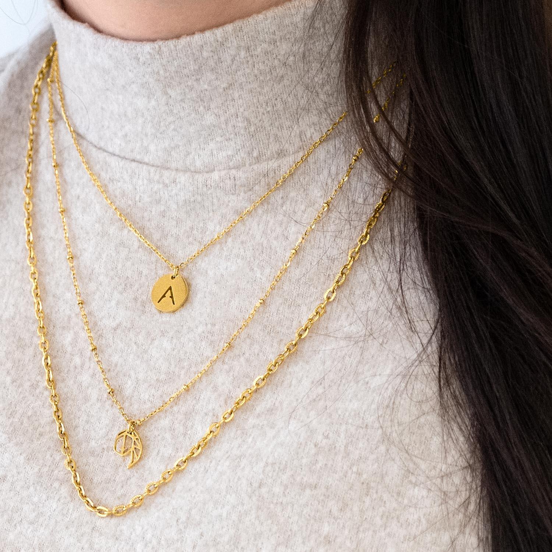 Leuke mix van gouden sieraden met sterrenbeeld items