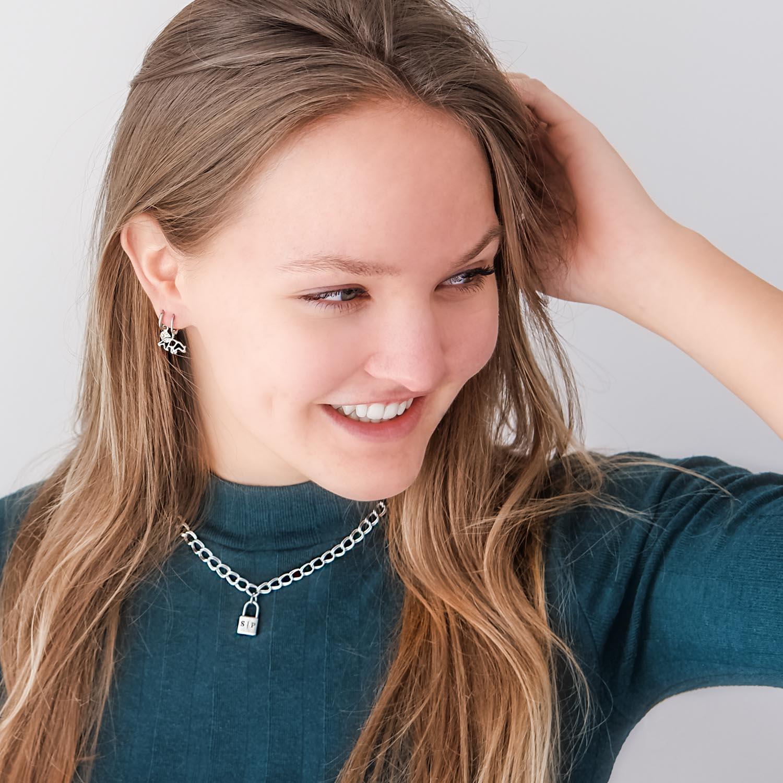 Leuke mix van sieraden om de hals met een trendy slotje die je kan graveren