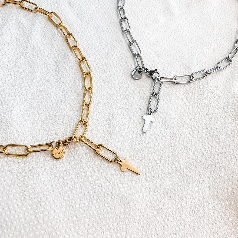 mooie zilveren en gouden kettingen met een hanger
