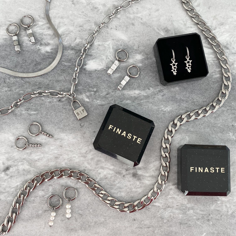 Leuke mix van zilveren sieraden om te shoppen