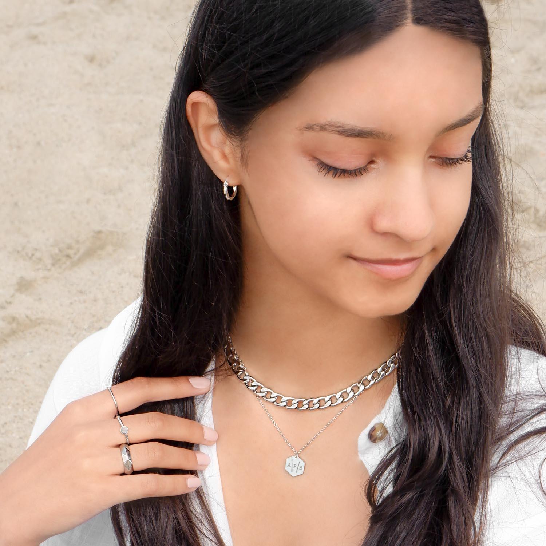 Trendy sieraden met een basis oorringetje om te kopen
