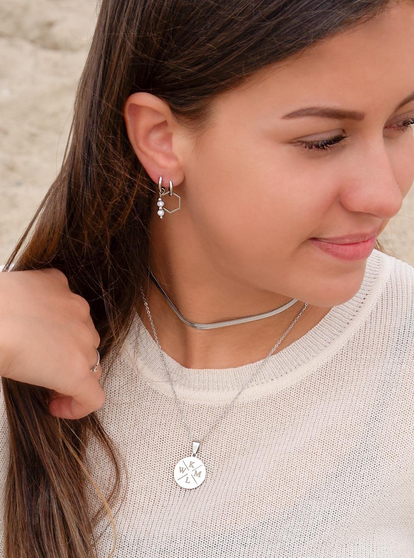 Zilverkleurige sieraden voor een trendy look