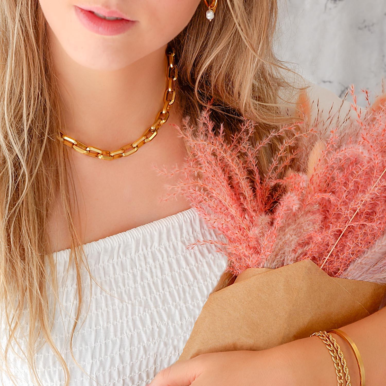 Gouden chunky ketting om de hals voor een trendy look