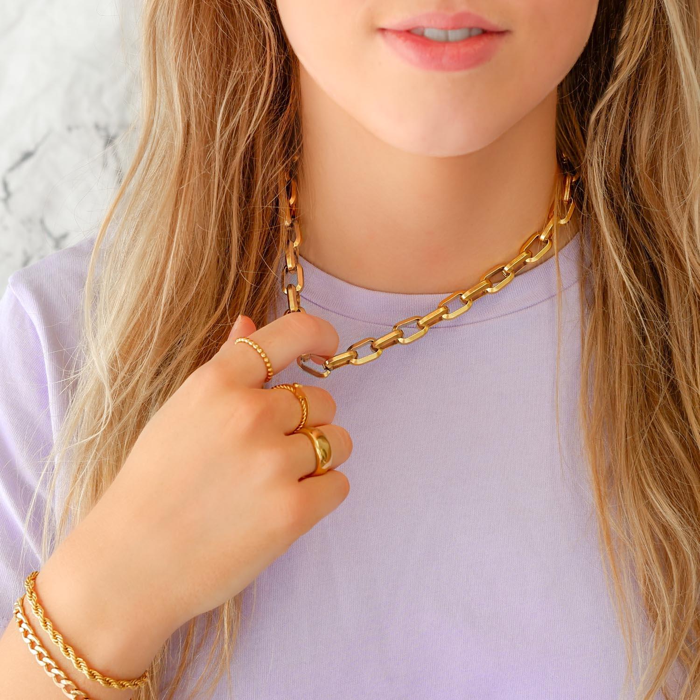 Mooie ketting in een gouden kleur voor om de hals