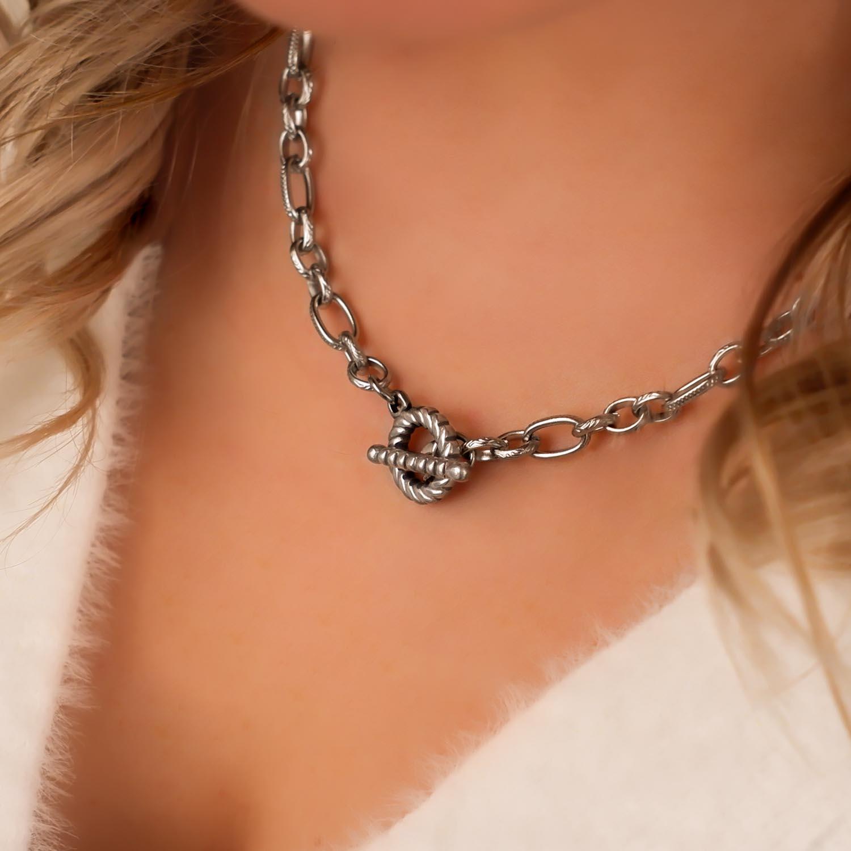 Mooie ketting om de hals voor een mooie look