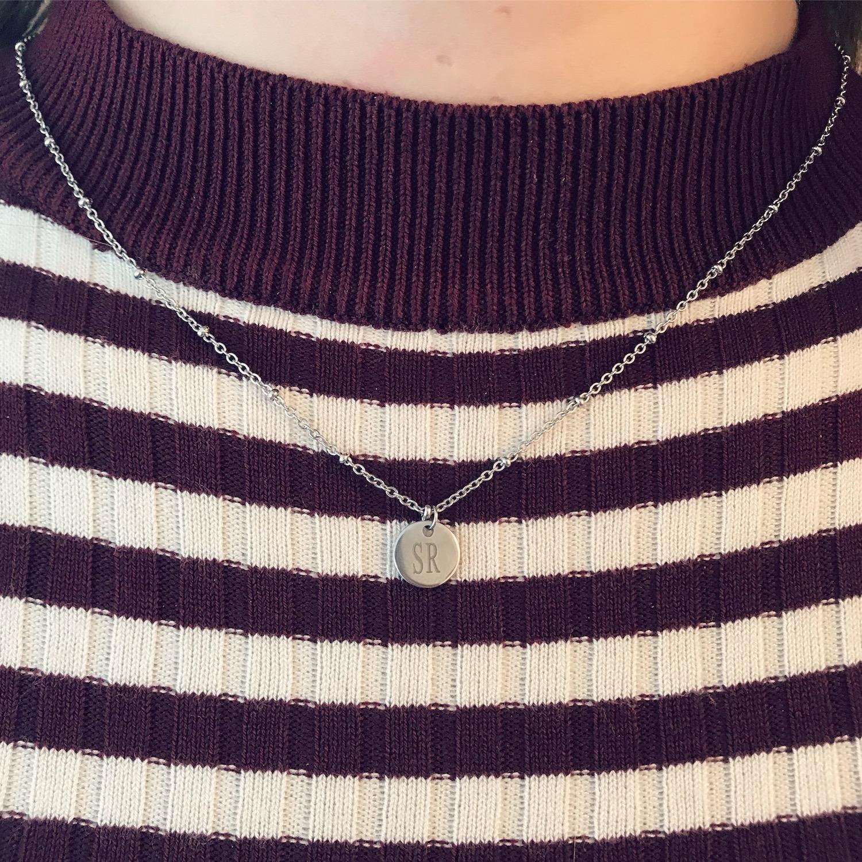 Gestreepte trui met graveerbare zilveren ketting