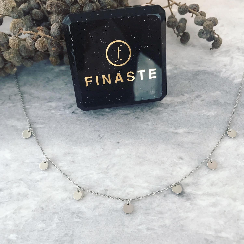 Zilveren ketting met muntjes bij sieradendoosje Finaste