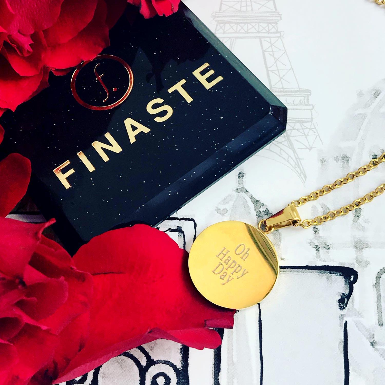 Gouden graveerbare ketting met sieradendoosje en rozen
