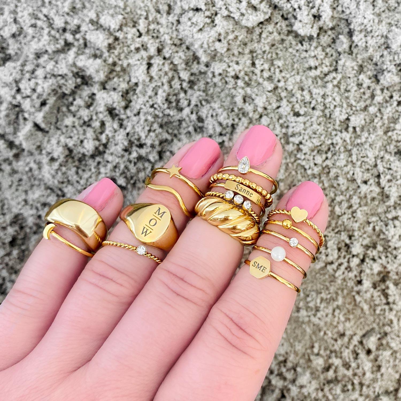 Gedraaide ring met hartje goud kleurig