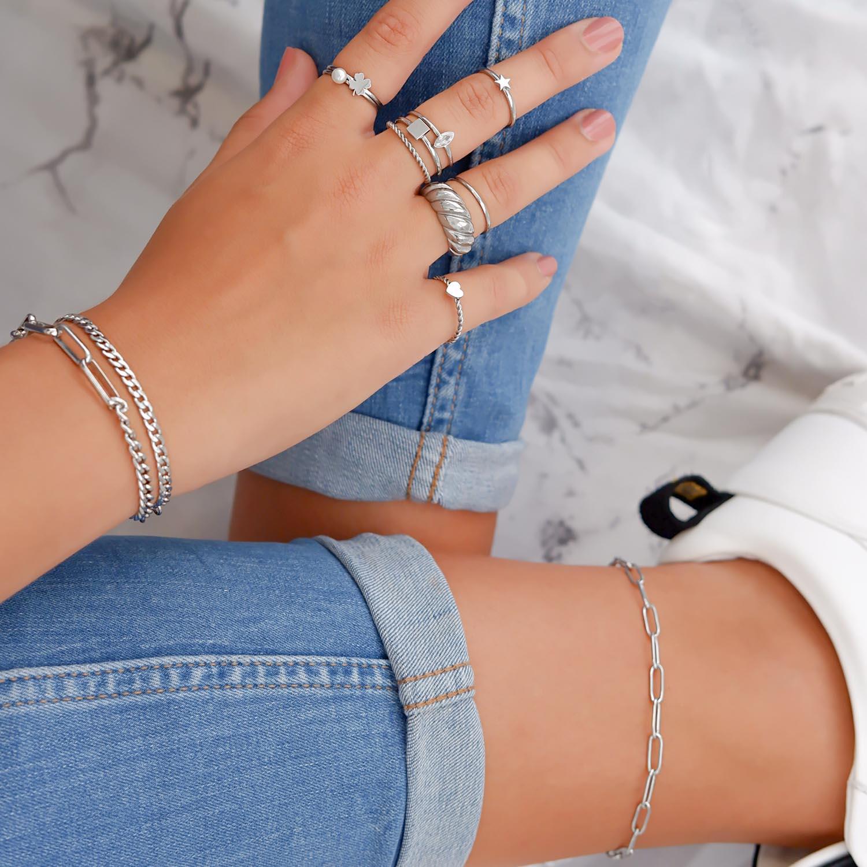 Trendy ring met steentje voor een mooie look