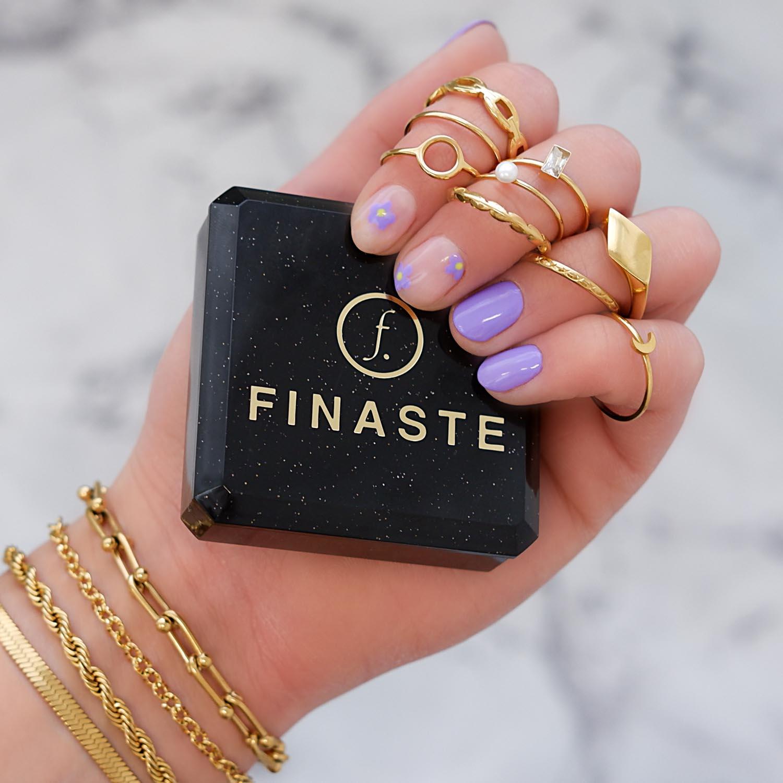 Trendy ringen in de hand voor een mooie look