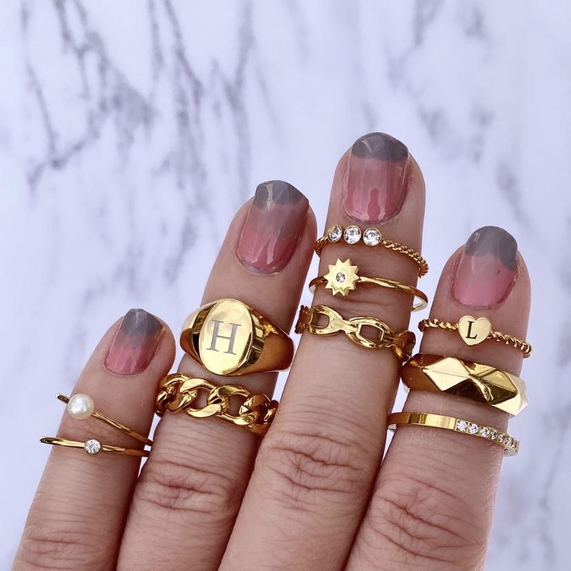Initial ring gemixt met andere ringen