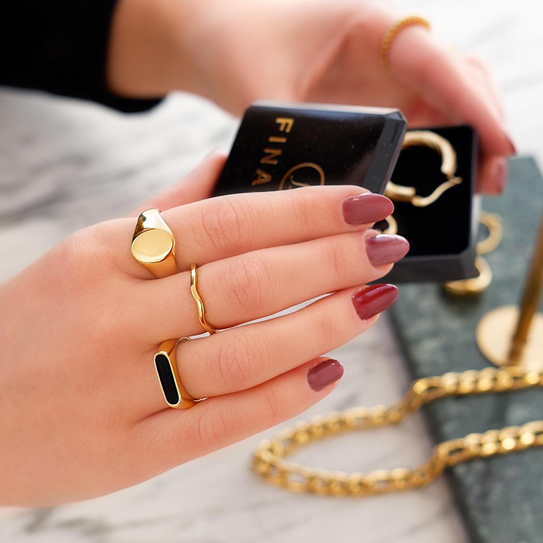 Mooie ring met een steen voor een mooie look om te kopen